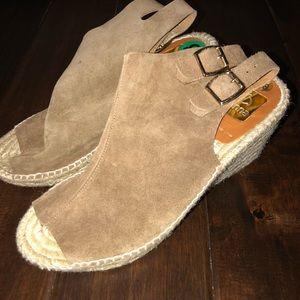 Women's size 8 kanna leather sandals